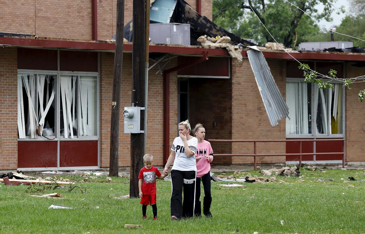 tornadoes batter towns in texas arkansas south dakota and iowa