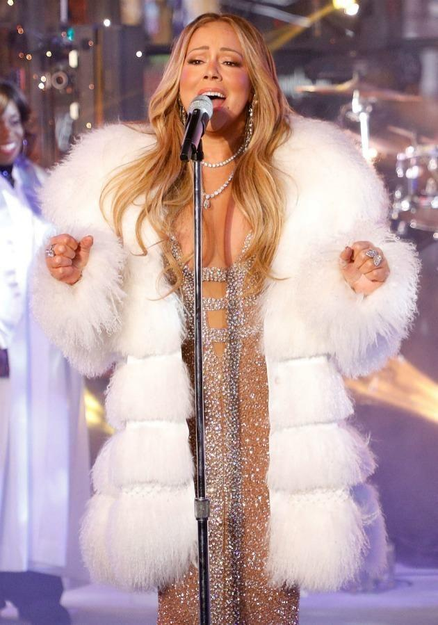 Mariah Carey redeemed herself this New Year's Eve with her performance and humoured the crowd asking for a cup of 'hot tea'. Source: Getty