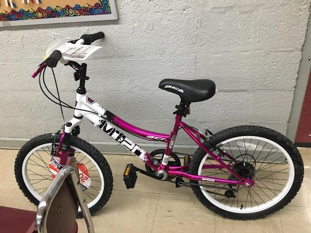 A girl in need will receive a brand-new bike, thanks to a generous middle-school boy. (Photo: Reddit/sevencyns)