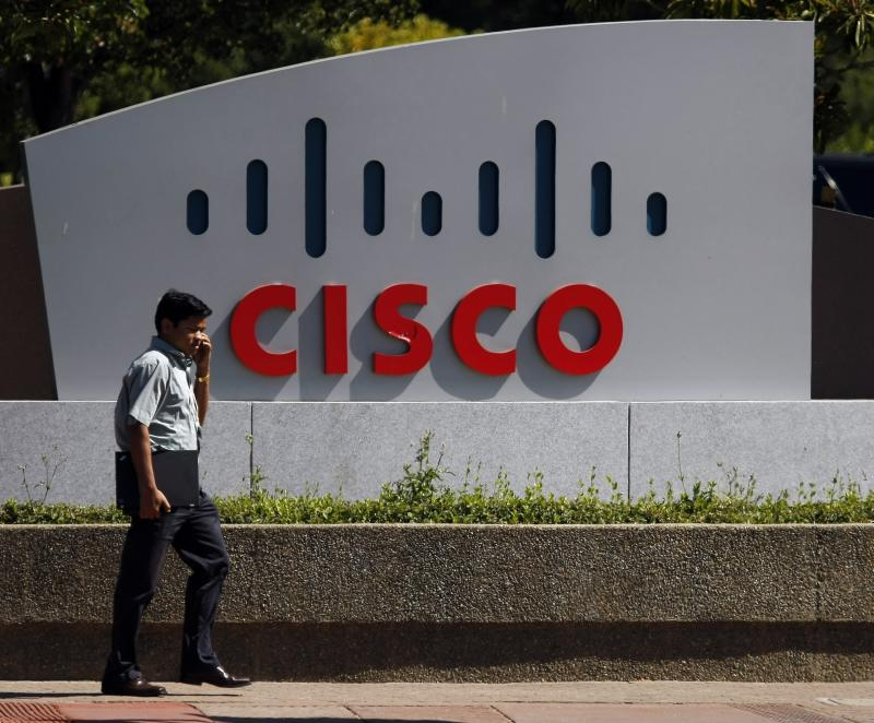 Cisco's fiscal 2Q earnings rise above Street views