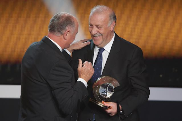 ZURICH, SWITZERLAND - JANUARY 07: Vicente del Bosque, head coach of Spain receives the FIFA World Coach of Men's Football 2012 trophy by Felipe Scolari (L) at Congress House on January 7, 2013 in Zurich, Switzerland. (Photo by Christof Koepsel/Getty Images)