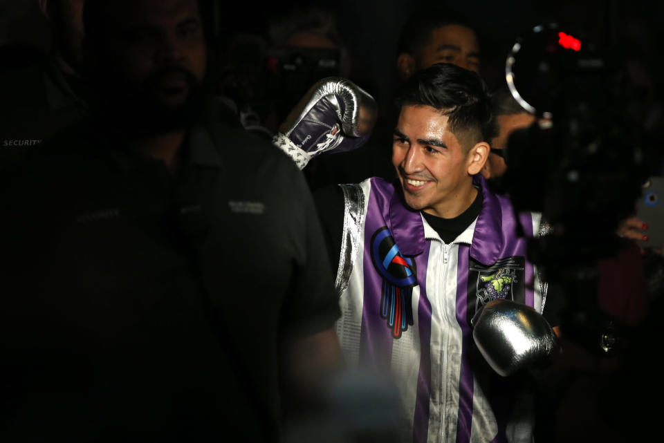 Leo Santa Cruz, shown here on Nov. 23, 2019 in Las Vegas, will headline a Showtime Pay-Per-View on Oct. 24. (Photo by Steve Marcus/Getty Images)