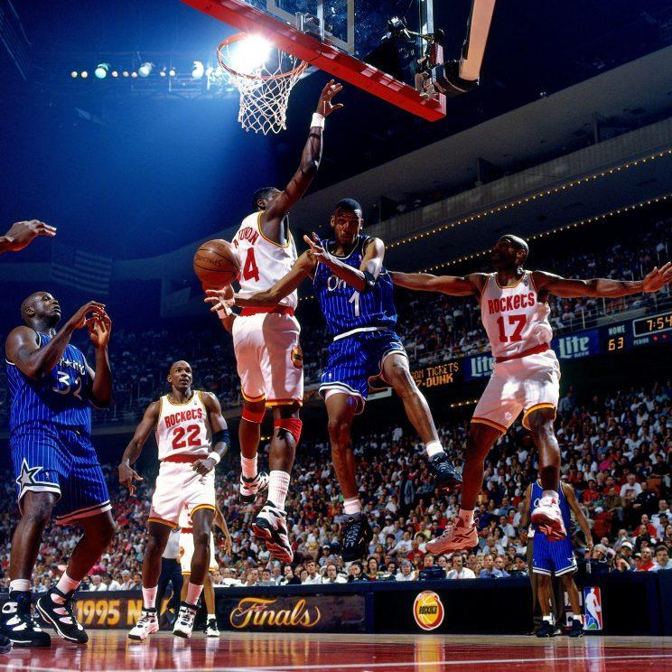 Hardaway passes to Shaquille O'Neal during the 1995 NBA Finals. (Getty Images)