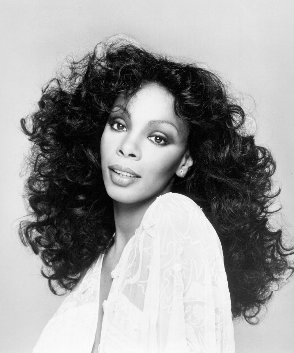 "<h3>Donna Summer<br></h3><br>Soft fluffy curls, indigo eyeshadow, some high drama <a href=""https://www.refinery29.com/en-us/blush-draping-guide"" rel=""nofollow noopener"" target=""_blank"" data-ylk=""slk:blush draping"" class=""link rapid-noclick-resp"">blush draping</a>, and a glossy <a href=""https://www.refinery29.com/en-us/matte-stain-lipstick-trend"" rel=""nofollow noopener"" target=""_blank"" data-ylk=""slk:berry stained lip"" class=""link rapid-noclick-resp"">berry stained lip</a> — and you've got a costume that disco dreams are made of.<span class=""copyright"">Photo: Michael Ochs Archives/Getty Images.</span>"