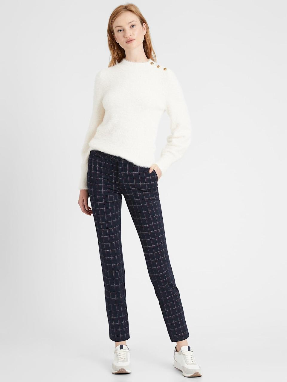<p>Pair these check <span>Banana Republic Slim 24-Hour Ponte Pant</span> ($90) with a pair of running sneakers and sweater for a great weekend look!</p>
