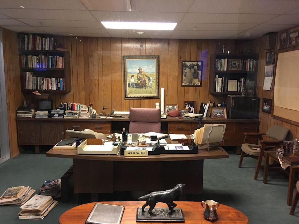 "<p>The Walmart Museum also features a replica of Sam's original office, which was recreated from photographs following his passing in 1992. </p><p>Photo: Flickr/<a href=""https://www.flickr.com/photos/milst1/28609571720/in/photolist-8mQpR5-22Bi5Ds-65Vwyq-7iCrF6-65VuUd-28aG4ow-23FYXhi-2hrpoE-23FYPTF-23FYT7p-2hrqKU-iLxfAe-HqeAA-23FYRFD-HqgSP-b9132K-2E3pu-Hqe6G-HqioK-Hqhzr-HqhJB-Fy5onG-aBuw5m-26Sba9T-ThexrR-Fy5pFo-HqeKu-5L8E6b-22Bi5mU-Hqhdg-E2XHA2-Hqixc-E2XHre-22Bi4ob-K5F81w-E2XJjg-gtCpmk-JKacyi-22Bi2Xq-22Bi429-KA8wVW-E2XHHB-5Auvkj-V33fFp-T43g9k-uL4ptD-rrC7cL-RCYUEg-rrC7UC-rhjXTW/"" rel=""nofollow noopener"" target=""_blank"" data-ylk=""slk:Martin Lewison"" class=""link rapid-noclick-resp"">Martin Lewison</a></p>"