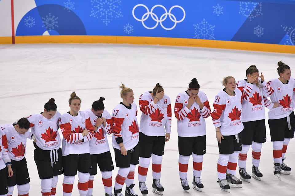 <p>Team Canada looks on during the medal ceremony after they took the silver medal in the women's ice hockey event during the Pyeongchang 2018 Winter Olympic Games at the Gangneung Hockey Centre in Gangneung on February 22, 2018. / AFP PHOTO / Ed JONES </p>