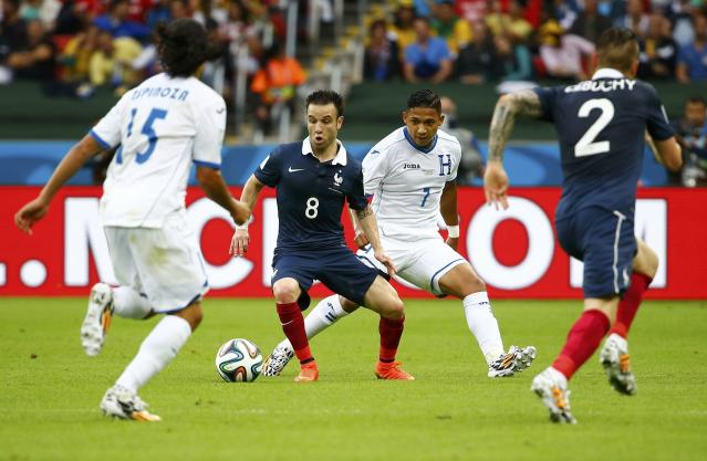 France's Mathieu Valbuena (2nd L) controls the ball next to Roger Espinoza (L) and Emilio Izaguirre of Honduras during their 2014 World Cup Group E soccer match at the Beira Rio stadium in Porto Alegre June 15, 2014. REUTERS/Damir Sagolj (BRAZIL - Tags: SOCCER SPORT WORLD CUP)
