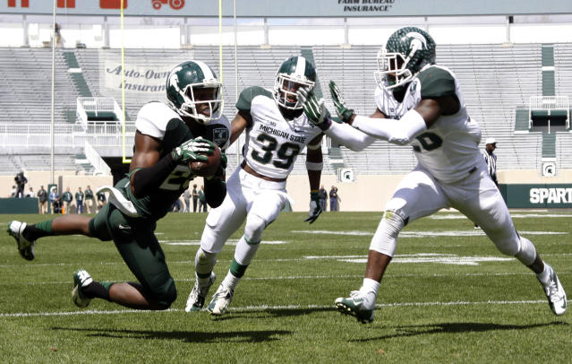 "Ex-MSU WR Keith Mumphrey (L) was drafted by the <a class=""link rapid-noclick-resp"" href=""/nfl/teams/hou"" data-ylk=""slk:Houston Texans"">Houston Texans</a> in 2015, (AP Photo/Al Goldis)"