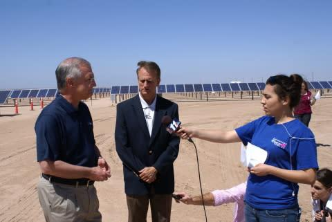 APS Chairman and CEO Don Brandt (far left) and Arizona Corporation Commissioner Gary Pierce (center) ...