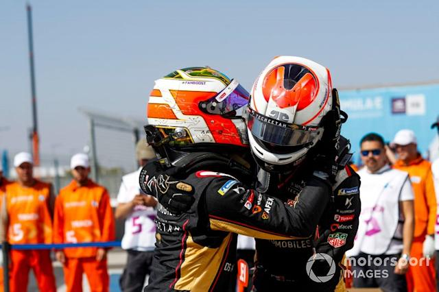 "Ganador de la carrera Antonio Felix da Costa, DS Techeetah, DS E-Tense FE20 y Jean-Eric Vergne, DS Techeetah, DS E-Tense FE20 <span class=""copyright"">Alastair Staley / Motorsport Images</span>"