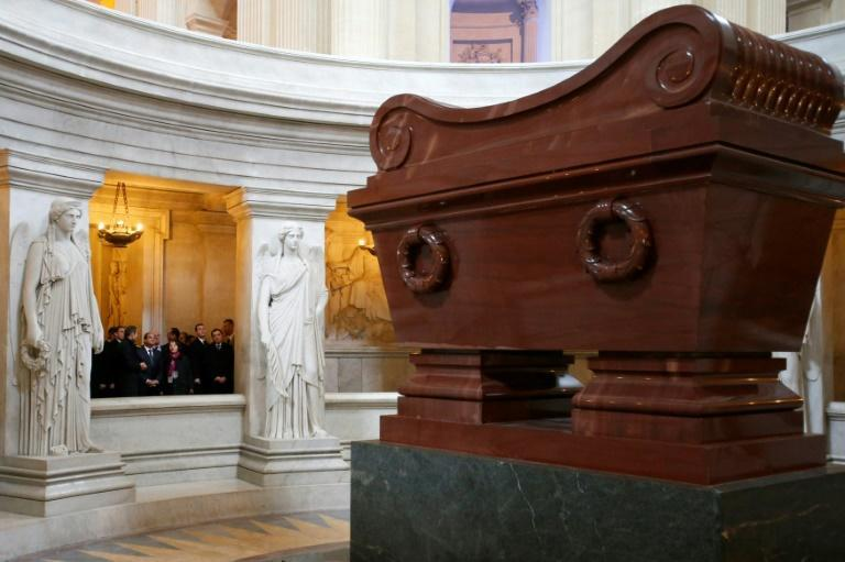 Egyptian President Abdel Fattah al-Sisi (C-rear) visits Napoleon's tomb at the Invalides in Paris on November 26, 2014