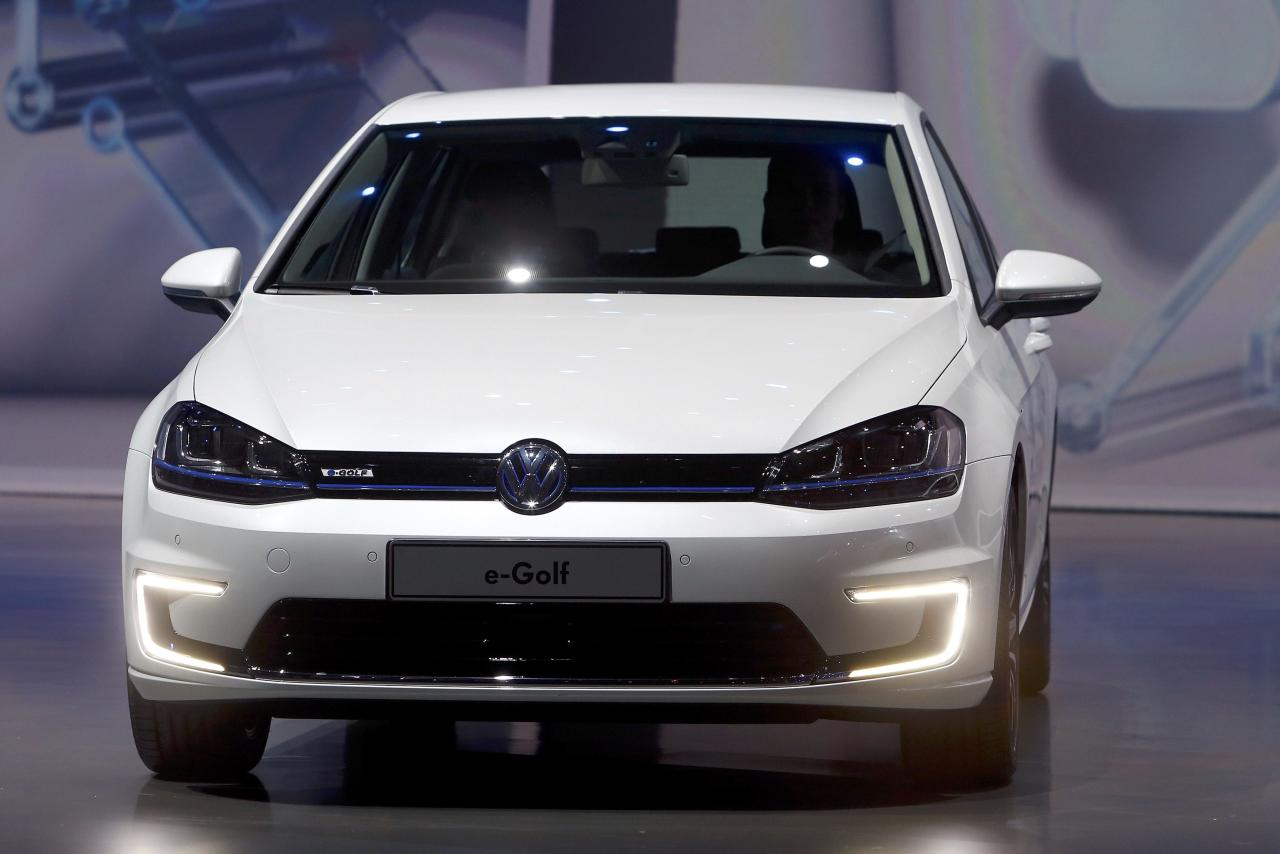 The new electric driven VW e-Golf car is presented at the Volkswagen group night at the Frankfurt motor show September 9, 2013. The world's biggest auto show is open to the public September 14 -22. REUTERS/Ralph Orlowski (GERMANY - Tags: BUSINESS TRANSPORT)