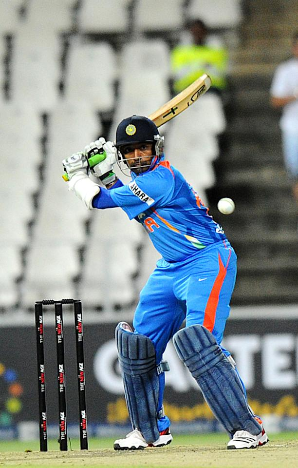 India's batsman  Robin Uthappa keeps an eye on the ball  during a one-off T20 International against South Africa for the New Age Cup in Johannesburg  at Wanderers Stadium on  March 30, 2012. South Africa ended their innings 219 for 4 wickets. AFP PHOTO / ALEXANDER JOE (Photo credit should read ALEXANDER JOE/AFP/Getty Images)