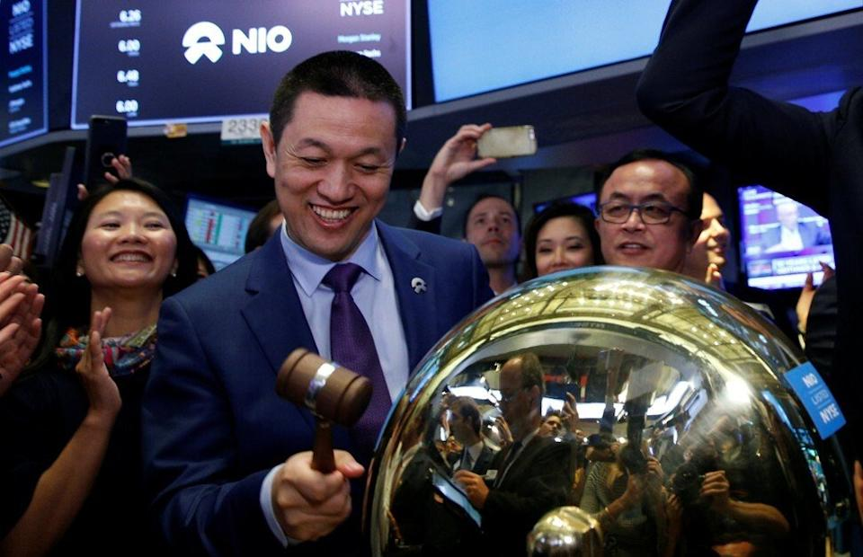 William Li Bin, chief executive of the Chinese electric vehicle start-up NIO, ringing the ceremonial bell at the company's trading debut on the New York Stock Exchange (NYSE) on September 12, 2018. Photo: Reuters.