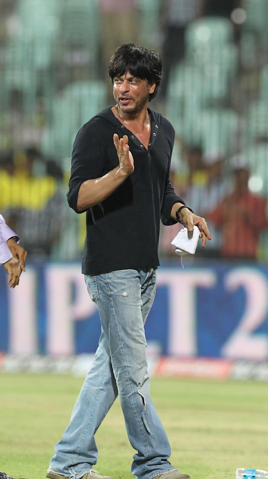 Kolkatta Knight Riders owner & Bollywood Superstar Sharukh Khan gestures after the IPL Twenty20 cricket match between Chennai Super Kings and Kolkatta Knight Riders at The M.A.Chidambaram Stadium in Chennai on April 30, 2012. Kolkatta Knight Riders won by 5 wickets.  AFP PHOTO/Seshadri SUKUMAR RESTRICTED TO EDITORIAL USE. MOBILE USE WITHIN NEWS PACKAGE           (Photo credit should read SESHADRI SUKUMAR/AFP/GettyImages)