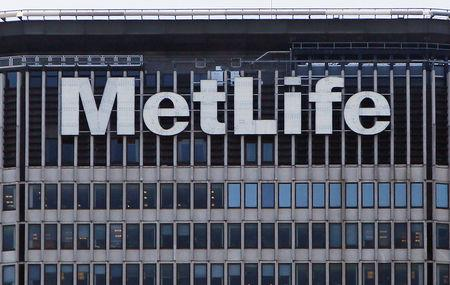 The MetLife building is seen in New York, March 8, 2010.    REUTERS/Shannon Stapleton/File Photo