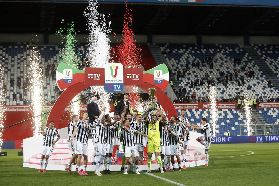 Juventus players celebrate with the trophy their victory against Atalanta during the Italian Cup soccer final match between Atalanta and Juventus at the Mapei Stadium in Reggio Emilia, Italy, Wednesday, May 19, 2021. Juventus win Atalanta 2-1. (AP Photo/Antonio Calanni)