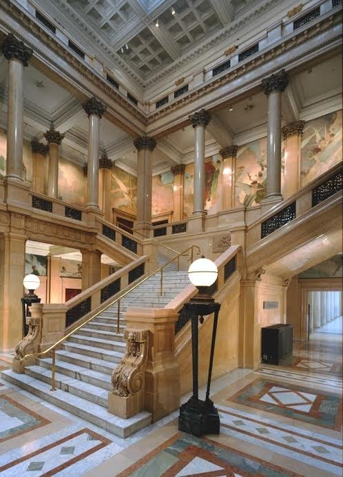 Considered one of the country's first museums to highlight contemporary art, the Carnegie Museum boasts a commanding grand staircase that soars three stories high. Now a museum focal point, the stairs were added in 1907 as part of a new addition to the original Carnegie Institute building.