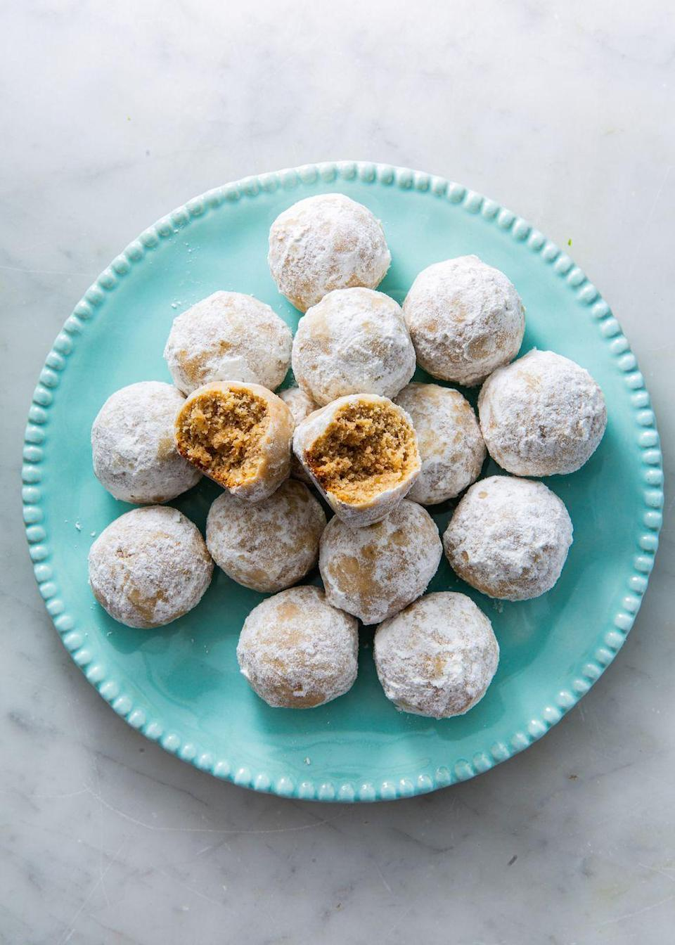 "<p>These snowball cookies from our friends at <a href=""https://www.ketoconnect.net/walnut-snowball-cookies"" rel=""nofollow noopener"" target=""_blank"" data-ylk=""slk:Keto Connect"" class=""link rapid-noclick-resp"">Keto Connect</a> are big on walnut flavour, just how we like them. A perfect recipe to make with kids!</p><p>Get the <a href=""https://www.delish.com/uk/cooking/recipes/a30166790/walnut-snowball-cookies-recipe/"" rel=""nofollow noopener"" target=""_blank"" data-ylk=""slk:Walnut Snowball Cookies"" class=""link rapid-noclick-resp"">Walnut Snowball Cookies</a> recipe.</p>"