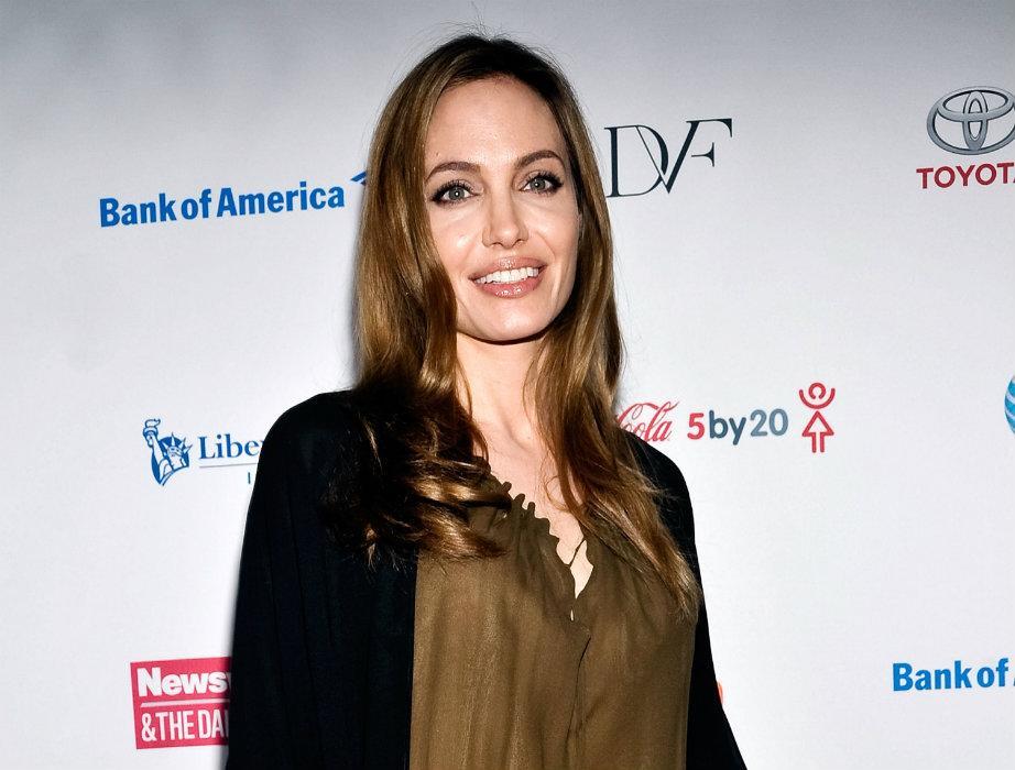 Angelina Jolie loses both breasts