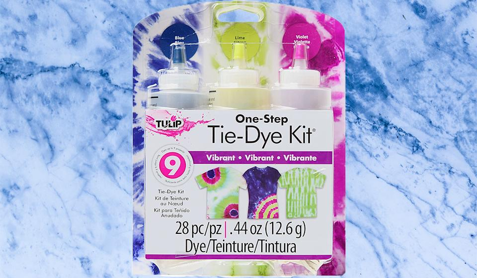 Not sure how to dye? This kit comes with instructions. (Photo: Amazon)