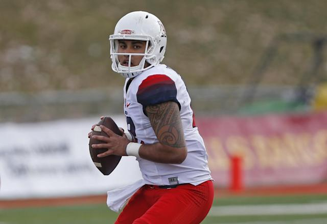 "<a class=""link rapid-noclick-resp"" href=""/ncaaf/players/231614/"" data-ylk=""slk:Anu Solomon"">Anu Solomon</a> started for parts of three seasons at QB for Arizona. (AP Photo/Andres Leighton)"