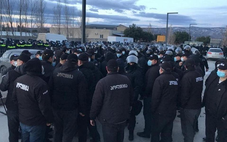 Security forces gather for an operation to arrest Nika Melia - Anadolu