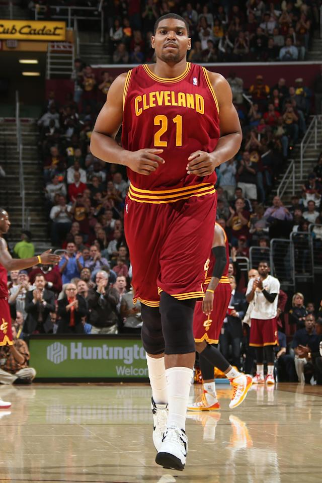 CLEVELAND, OH - OCTOBER 30: Andrew Bynum #21 of the Cleveland Cavaliers enters the game against the Brooklyn Nets during a game at the Quicken Loans Arena on October 30, 2013 in Cleveland, Ohio. (Photo by Ned Dishman/NBAE via Getty Images)