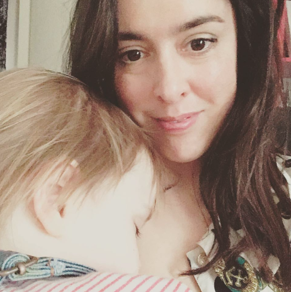 A mum has defended her right to continue breastfeeding her three-year-old [Photo: Instagram/Singlemumspeaks]
