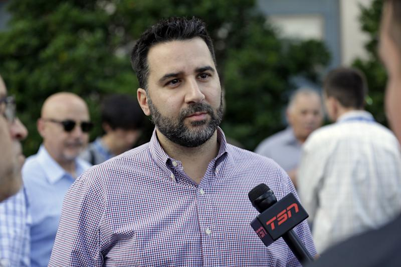 Atlanta Braves general manager Alex Anthopoulos speaks with a reporter.