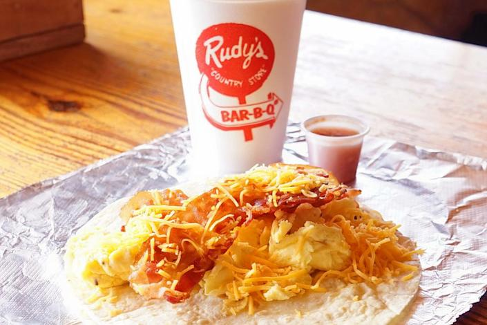"""<b>Photo: rudy's """"country store"""" and bar-b-q/<a href=""""https://yelp.com/biz_photos/rudys-country-store-and-bar-b-q-el-paso-5?utm_campaign=057d1d99-be26-4664-ae86-263dae466f6c%2C092faa20-9187-45f8-841b-e7d8923bf19a&utm_medium=81024472-a80c-4266-a0e5-a3bf8775daa7"""" rel=""""nofollow noopener"""" target=""""_blank"""" data-ylk=""""slk:Yelp"""" class=""""link rapid-noclick-resp"""">Yelp</a></b>"""