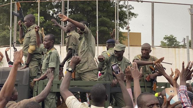 Malian president, prime minister arrested by soldiers in military revolt