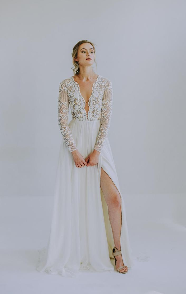 <p>Between the lace bodice and the leg slit, this Leanne Marshall dress is the happy medium between sexy and chic.</p>