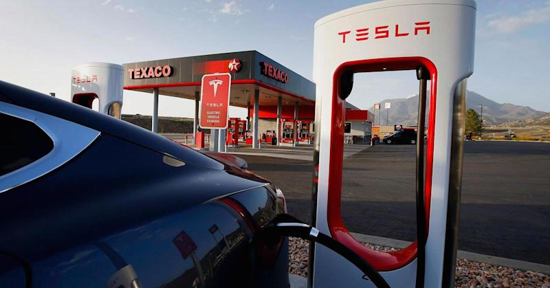 Tesla will need billions to make US Supercharger network compete with gas stations, says analyst