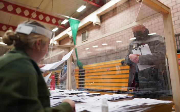 People observe as the count takes place for the Hartlepool - GETTY IMAGES