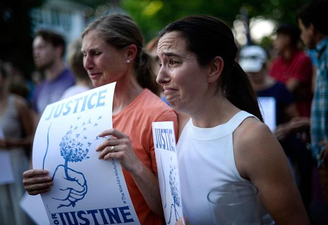 <p>Betsy Custis, right, and others attend a march in honor of Justine Damond at Beard's Plaissance Park, Thursday, July 20, 2017, in Minneapolis, Minn. (Photo: Aaron Lavinsky/Star Tribune via AP) </p>