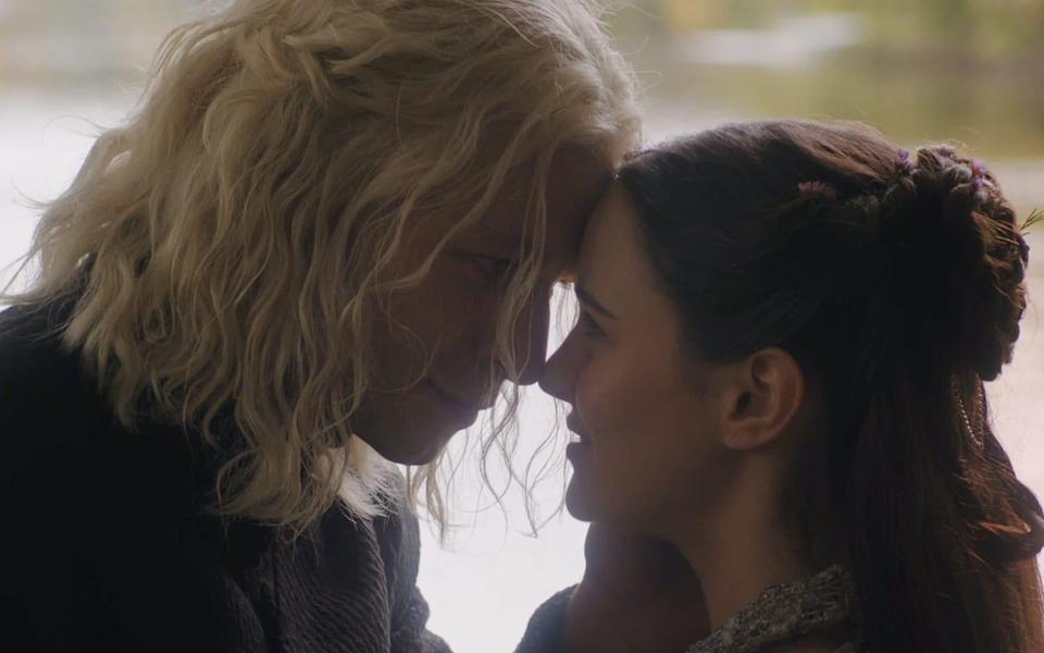 Rhaegar Targaryen and Lyanna Stark are married in a secret ceremony