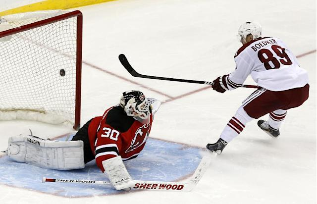 Phoenix Coyotes left wing Mikkel Boedker (89), of Denmark, scores a goal on New Jersey Devils goalie Martin Brodeur during a shootout in an NHL hockey game, Thursday, March 27, 2014, in Newark, N.J. The Coyotes won 3-2. (AP Photo/Julio Cortez)
