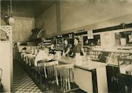 """<p>Up until the Great Depression, <a href=""""https://archive.curbed.com/2017/5/30/15716116/restaurants-diners-prefab-historic-preservation"""" rel=""""nofollow noopener"""" target=""""_blank"""" data-ylk=""""slk:most diners"""" class=""""link rapid-noclick-resp"""">most diners</a> were located in the Northeast, and despite the low prices, even these businesses suffered. It wasn't until after World War II that diners began to spread throughout the country to the Midwest and beyond. </p>"""
