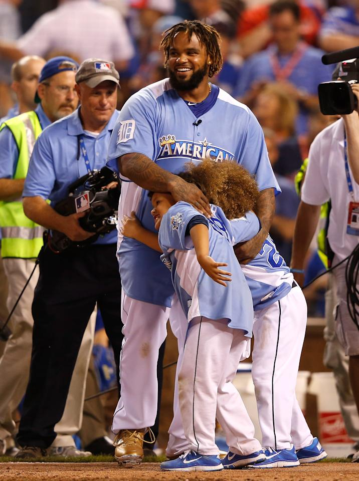 KANSAS CITY, MO - JULY 09:  American League All-Star Prince Fielder #28 of the Detroit Tigers celebrates with sons Haven (R) and Jaden after winning the State Farm Home Run Derby at Kauffman Stadium on July 9, 2012 in Kansas City, Missouri.  (Photo by Jamie Squire/Getty Images)