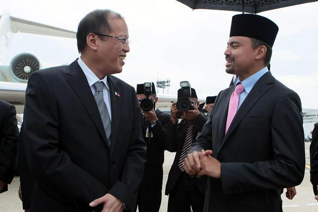 Philippine President Benigno Simeon Aquino III is greeted by His Royal Highness Crown Prince Haji Al-Muhtadee Billah upon arrival at the Bandar Seri Begawan International Airport in Brunei Darussalam for Aquino's two-day State Visit. The two leaders are set to sign agreements on agriculture, shipping, sports and tourism. Diplomatic relations between the Philippines and Brunei Darussalam were established in January 1984 when the Philippine consulate general in Bandar Seri Begawan was elevated to an embassy.