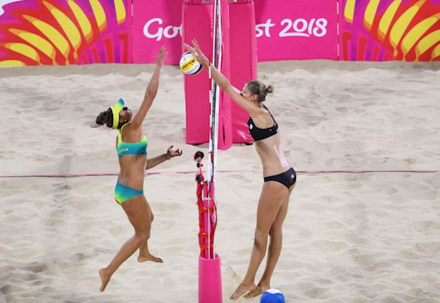 Beach Volleyball - Gold Coast 2018 Commonwealth Games - Women's Gold Medal Match - Australia v Canada - Coolangatta Beachfront - Gold Coast, Australia - April 12, 2018. Mariafe Artacho Del Solar of Australia in action with Sarah Pavan of Canada. REUTERS/Athit Perawongmetha