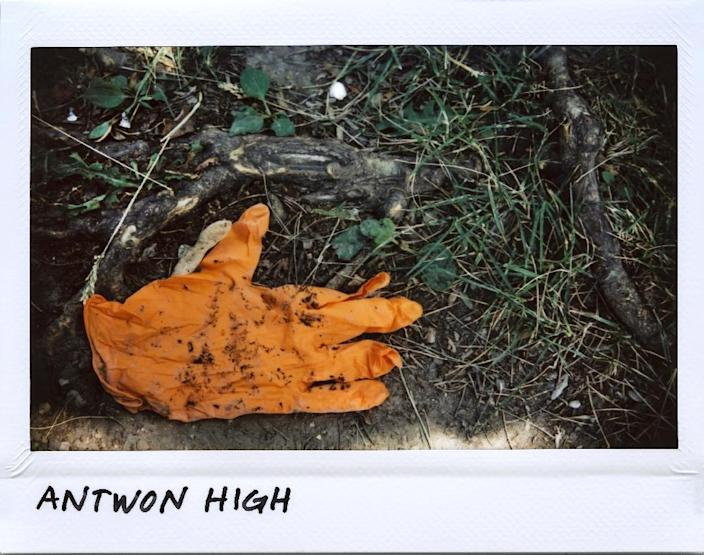 A paramedic's glove, seen on the ground in the Chicago street where Antwon High, 26, was shot dead in June, 2017 (AFP Photo/JIM YOUNG)