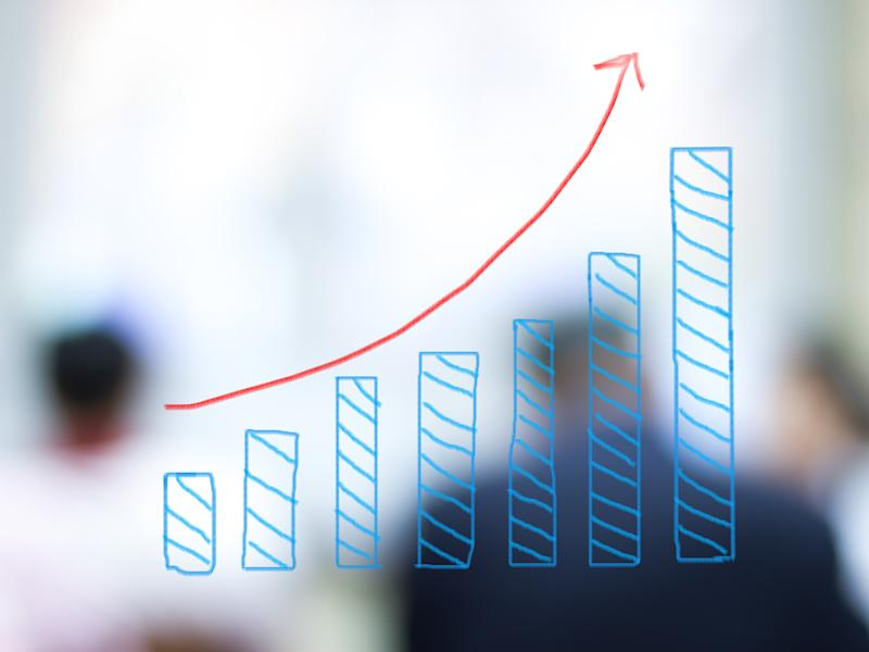 A sketch of a bar chart with an arrow highlighting a growth trend