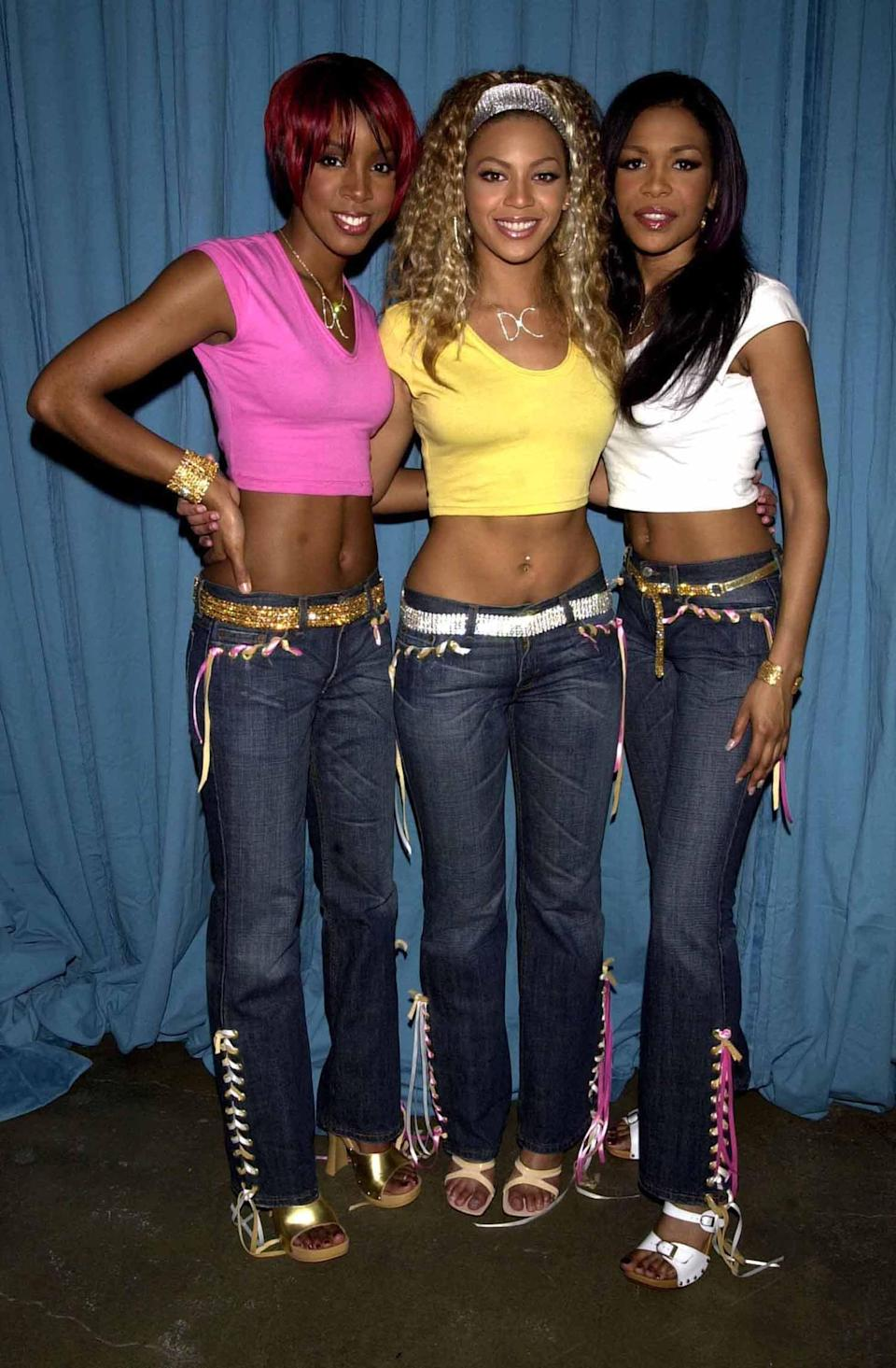 <p>Wearing crop tops and low-slung jeans at an event - it doesn't get more 2001 than that! </p>