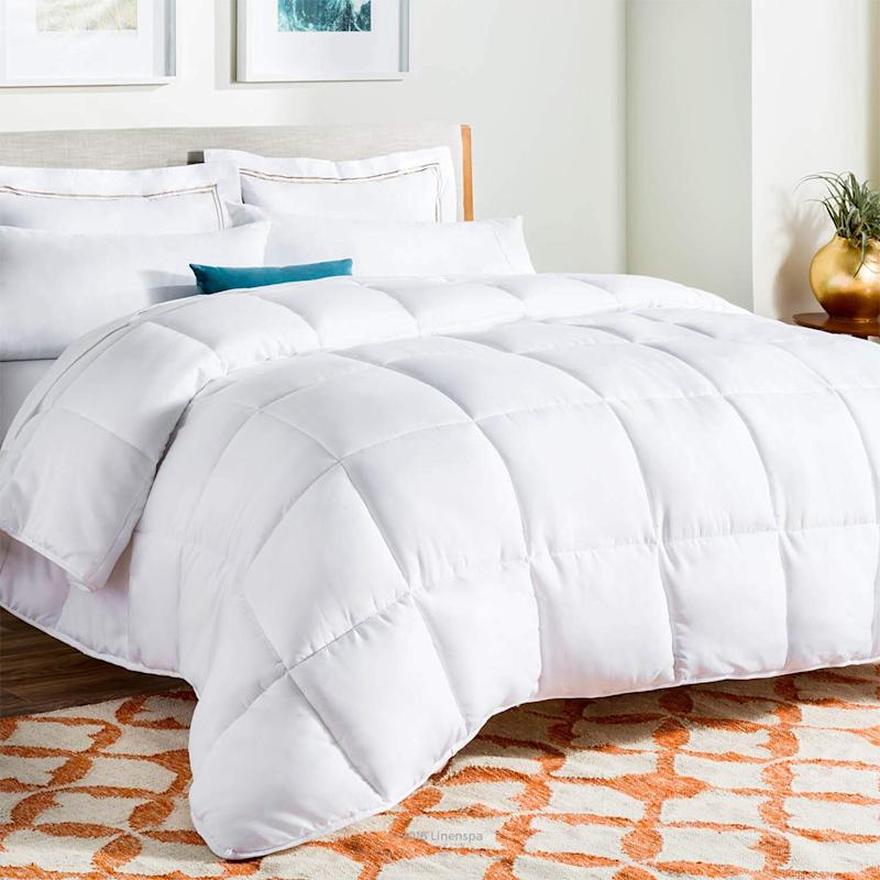Linenspa All-Season White Down Alternative Quilted Comforter. (Photo: Amazon)