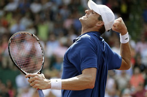 John Isner pumps his fist as he celebrates his 6-3, 7-5 win over Nicolas Almagro, of Spain, in a singles final tennis match at the U.S. Men's Clay Court Championship, Sunday, April 14, 2013, in Houston. (AP Photo/Eric Gay)