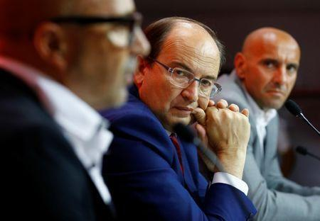 "FILE PHOTO: Football Soccer - Sevilla news conference - Seville, Southern Spain - 04/07/16. Sevilla's president Jose Castro (C) and sport director Ramon Rodriguez ""Monchi"" look at Sevilla's new coach Jorge Sampaoli. REUTERS/Marcelo del Pozo"