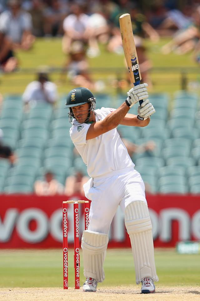 ADELAIDE, AUSTRALIA - NOVEMBER 26:  Faf du Plessis of South Africa bats during day five of the Second Test Match between Australia and South Africa at Adelaide Oval on November 26, 2012 in Adelaide, Australia.  (Photo by Cameron Spencer/Getty Images)